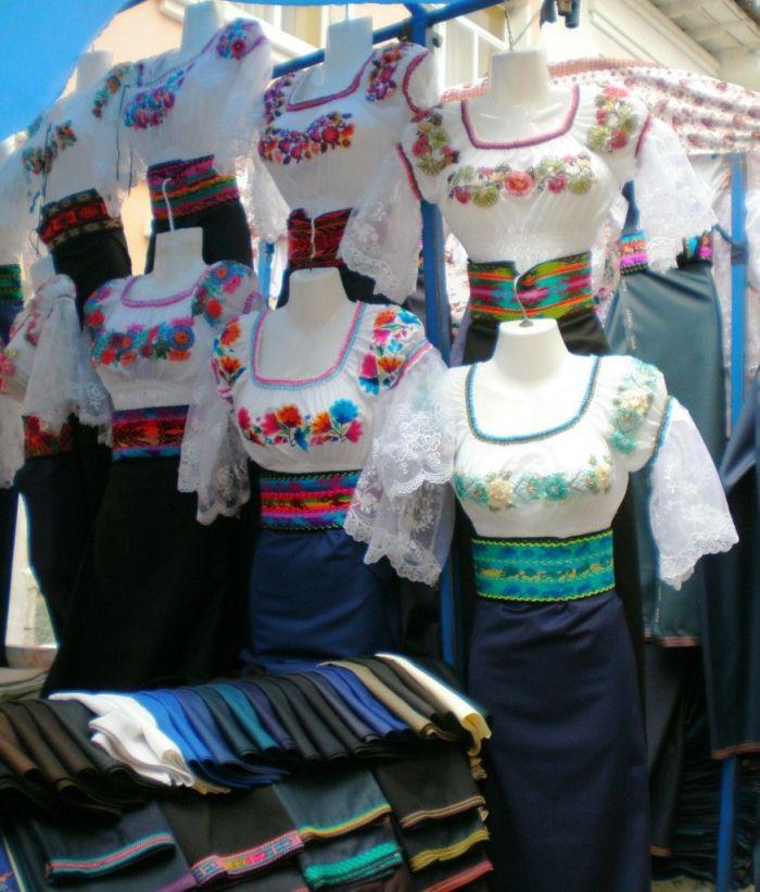 trajes tipicos de mujeres de Otavalo