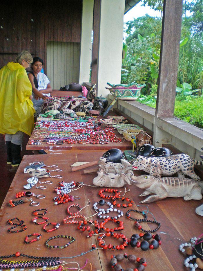 Mesa de artesanías de la Comunidad San Jorge
