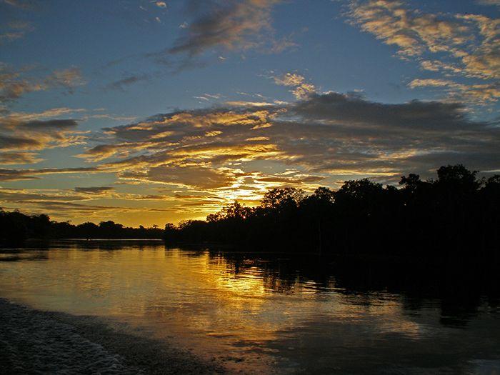 Atardecer Pacaya Samiria Amazonas Perú