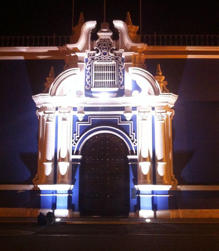 Trujillo de noche - Peru