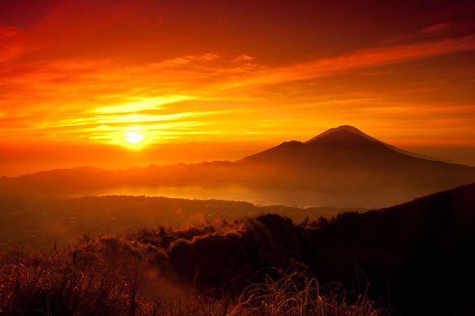 Resultado de imagen de NUestros ancestros miraban asombrados la salida del Sol