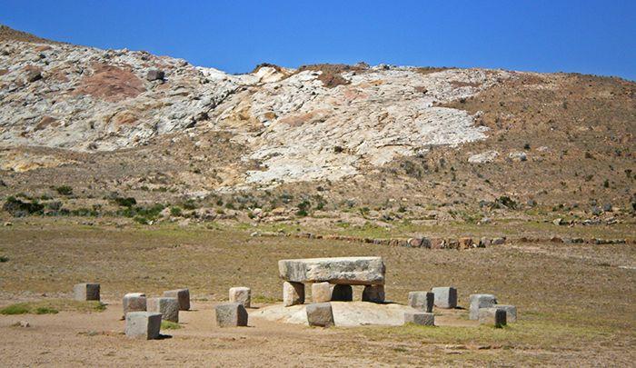 Mesa Ritual - Cómo ir a la Isla del Sol - Qué ver en Isla del Sol - Bolivia