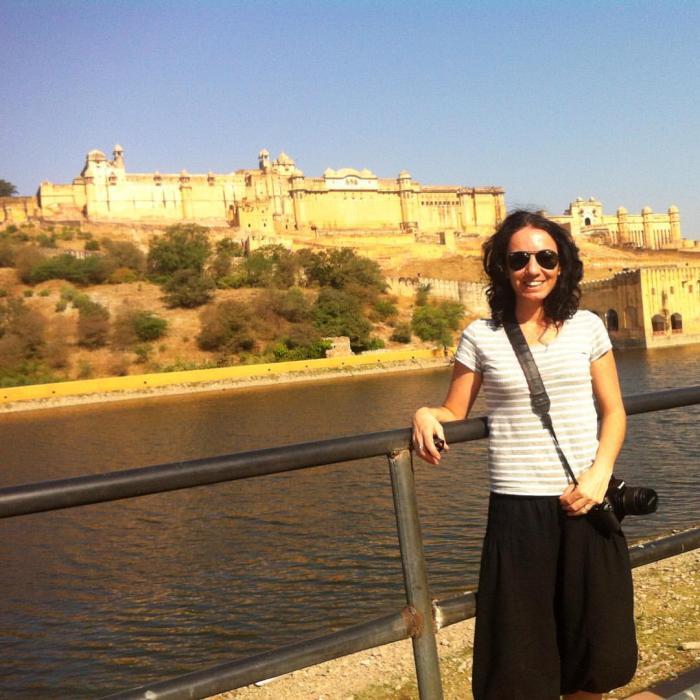 Jaipur con el Fuerte de Amber de fondo