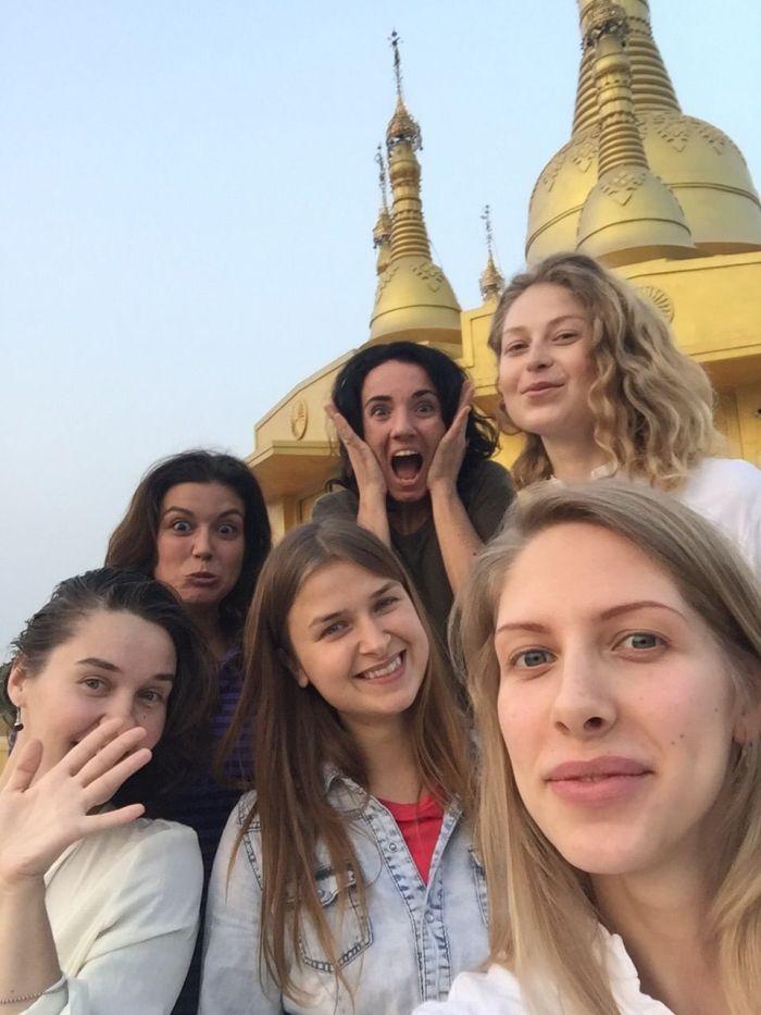 Grupo de extranjeras en el curso de Vipassana