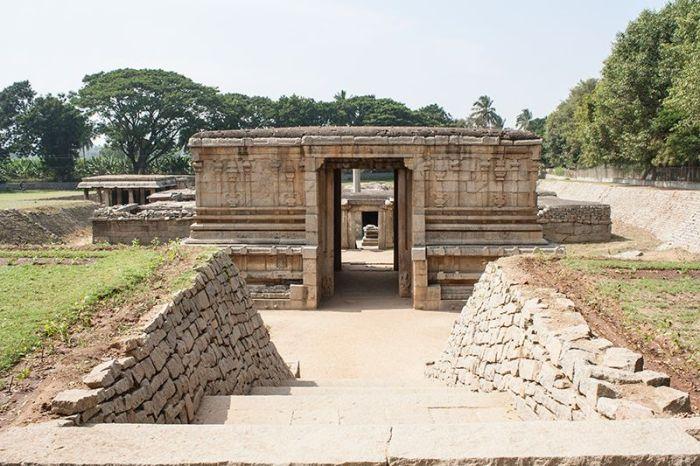 HAMPI-ruinas-templo-underground45