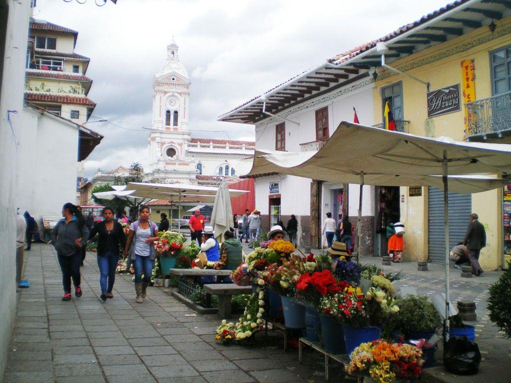 Vendedora de fruta en la calle de  Ecuador
