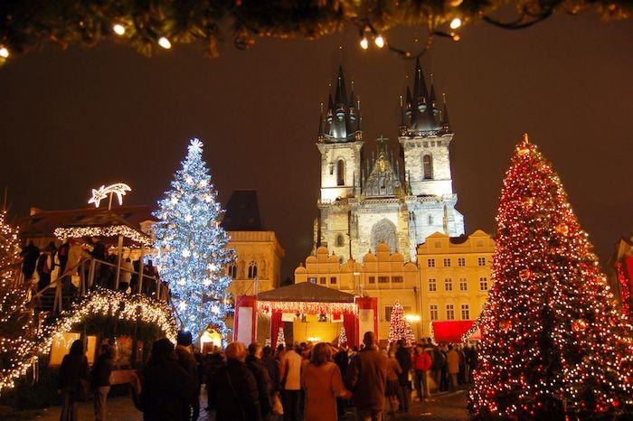 Mercado de Navidad en Praga vía Shutterstock
