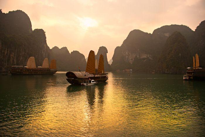 Ha Long Bay en Vietnam via Shutterstock