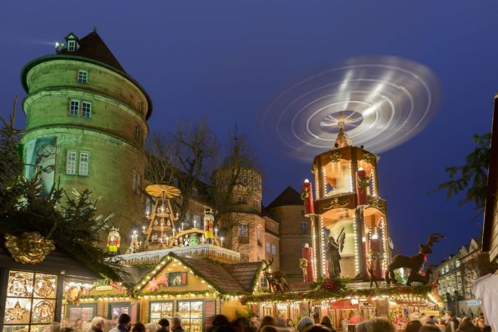 Mercado Navideño en Stuttgart. Crédito de foto: hal and vía Shutterstock