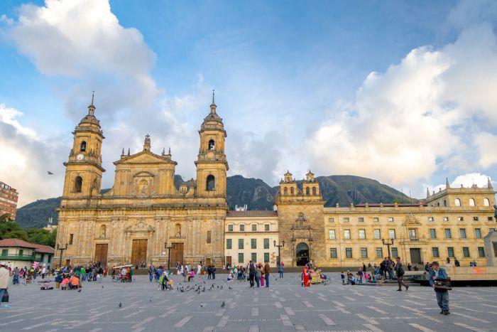 La Candelaria Plaza Bolivar y catedral primada - Qué ver en Bogotá - qué hacer en Bogotá
