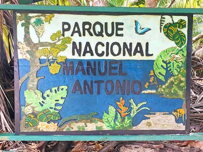 Cartel del Parque Nacional Manuel Antonio