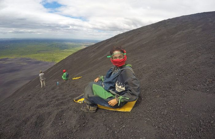 """""""Volcanoboarding"""" en León, Nicaragua"""