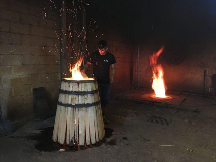 Realización de tonles para el vino