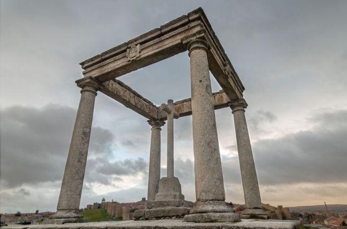 Monumento 4 postes- Qué ver en Ávila