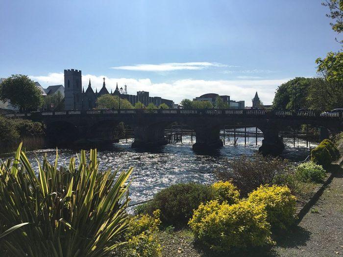 vistas del puente en Galway Irlanda