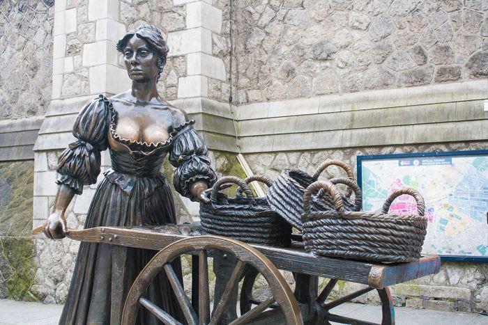 Estatua de Molly Malone en las calles de Dublín