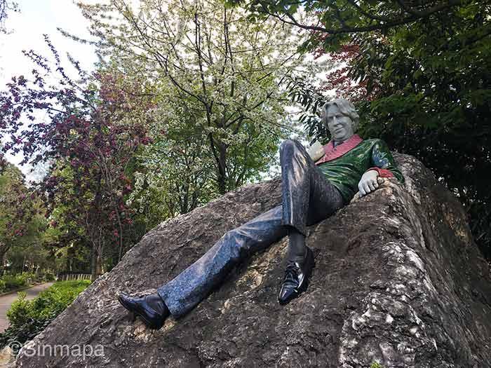 Qué ver en Dublín en 2 o 3 días: ver la Estatua de Oscar Wilde en Merrion Square, Dublín.
