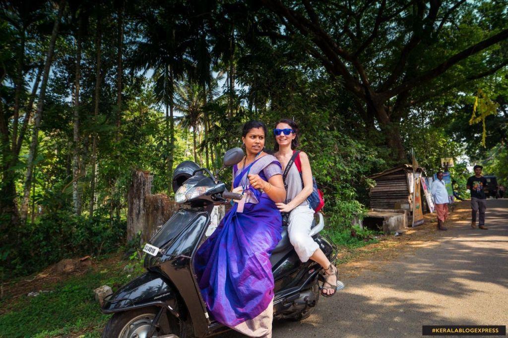 en moto por India