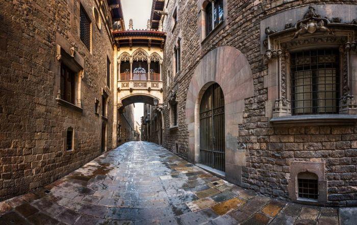 Barrio gótico, calle del Obispo - Qué ver en Barcelona