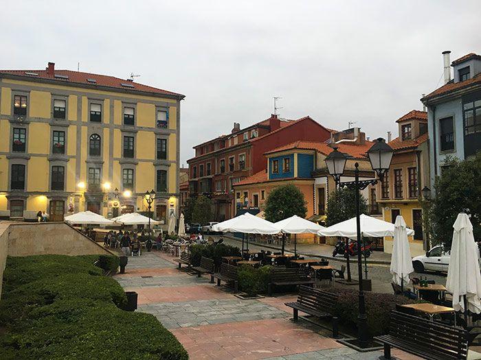 Plazas con encanto en el barrio de Cimavilla, Gijón, Asturias