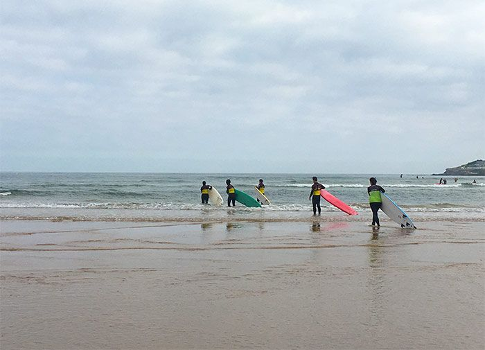 Qué ver en Gijón - surf en el Cantábrico