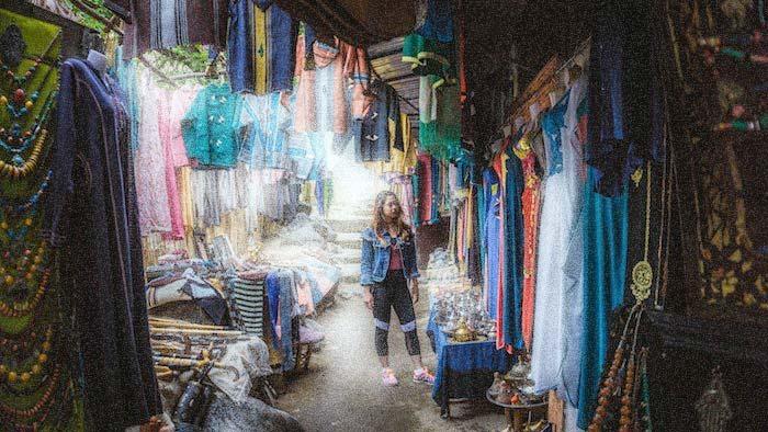 chica en el zoco de Marrakech - Marruecos
