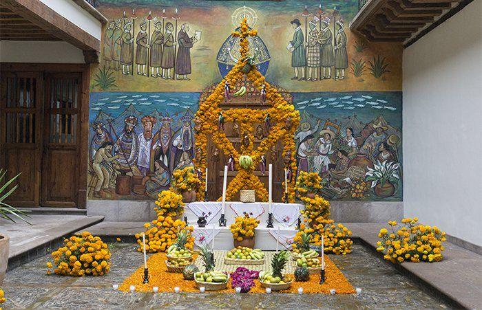 altar Patzcuaro Día de los Muertos en Michoacán
