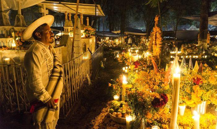 panteon de tzintzuntzan por el dia de los muertos en michoacan mexico