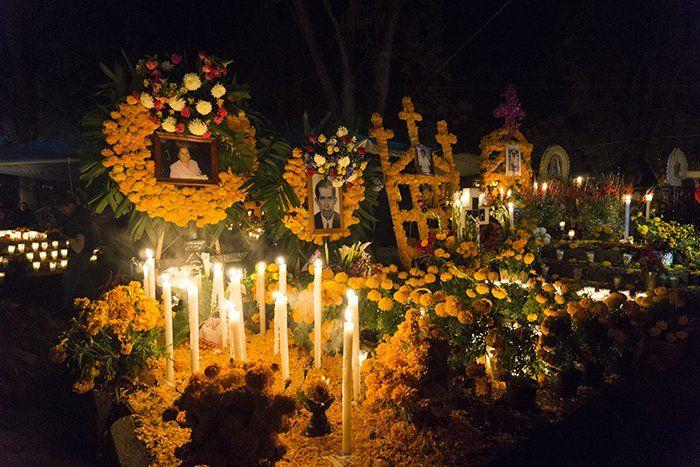 panteon de tzintzuntzan por el día de los muertos en michoacan mexico