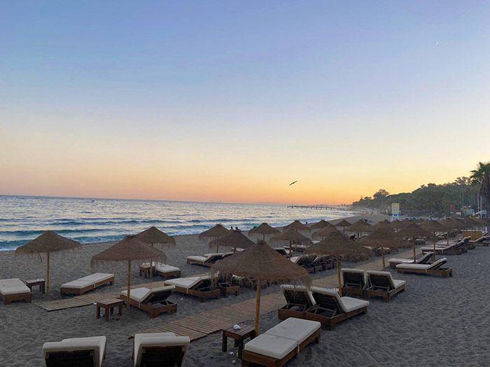 Playa de Puerto Banús al atardecer, Marbella