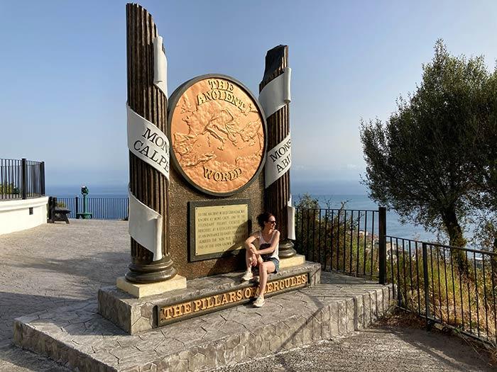 """Monumento a las """"Columnas de Hércules"""" en la Reserva Natural del Peñón de Gibraltar, Upper Rock"""
