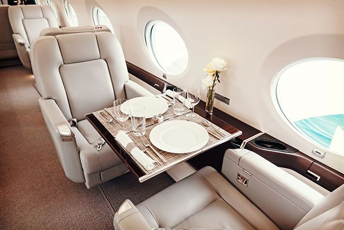 viajar en un avión privado para una escapada de lujo