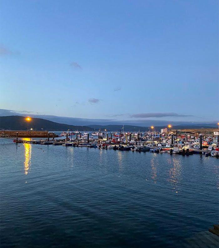 Puerto al anochecer
