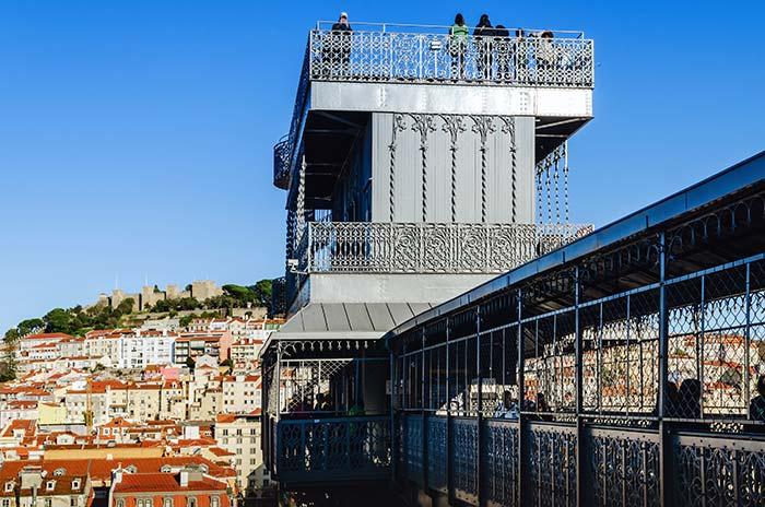 En lo alto del elevador Santa Justa, Lisboa
