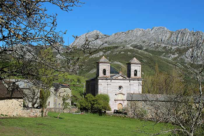Rincones mágicos de León: Iglesia parroquial de Lois.