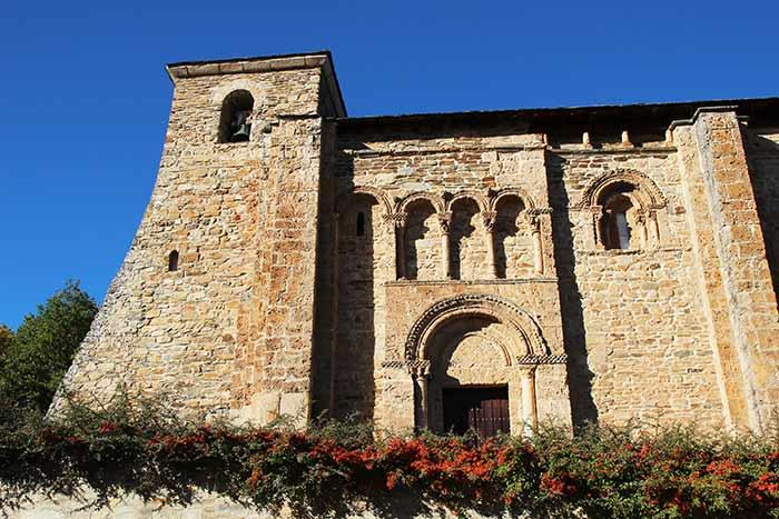 Iglesia de San Miguel en Crullón