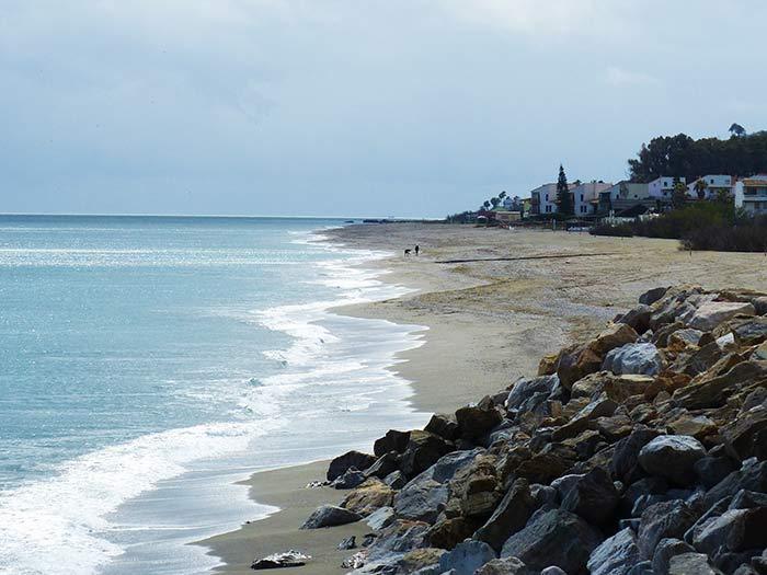 Playa cerca del centro de Manilva, Andalucía