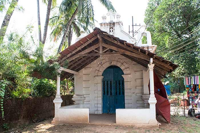 Pequeña iglesia en Benaulim, Goa