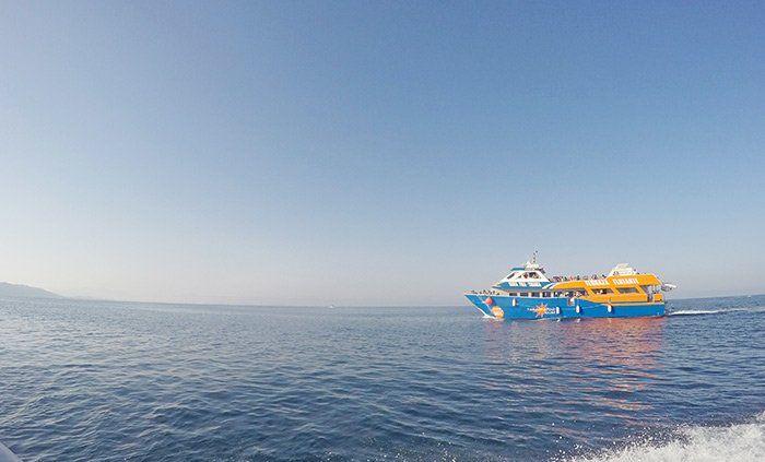 Barco de camino a la isla de Tabarca