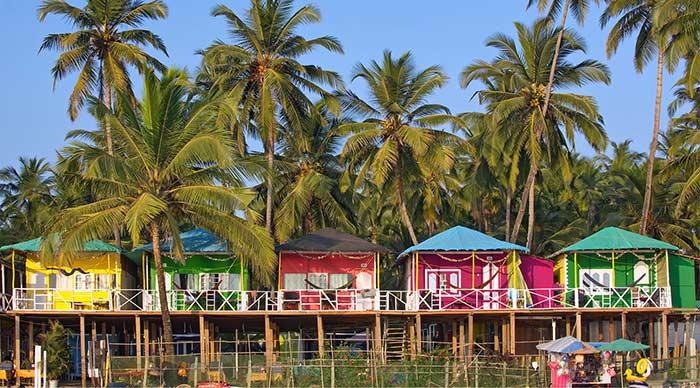 Casas de colores en Palolem, Goa