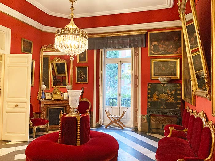 Salón rojo en el Museo Cerralbo