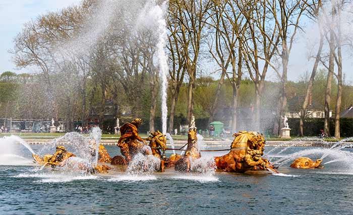Detalle de una fuente en el complejo del Palacio de Versalles