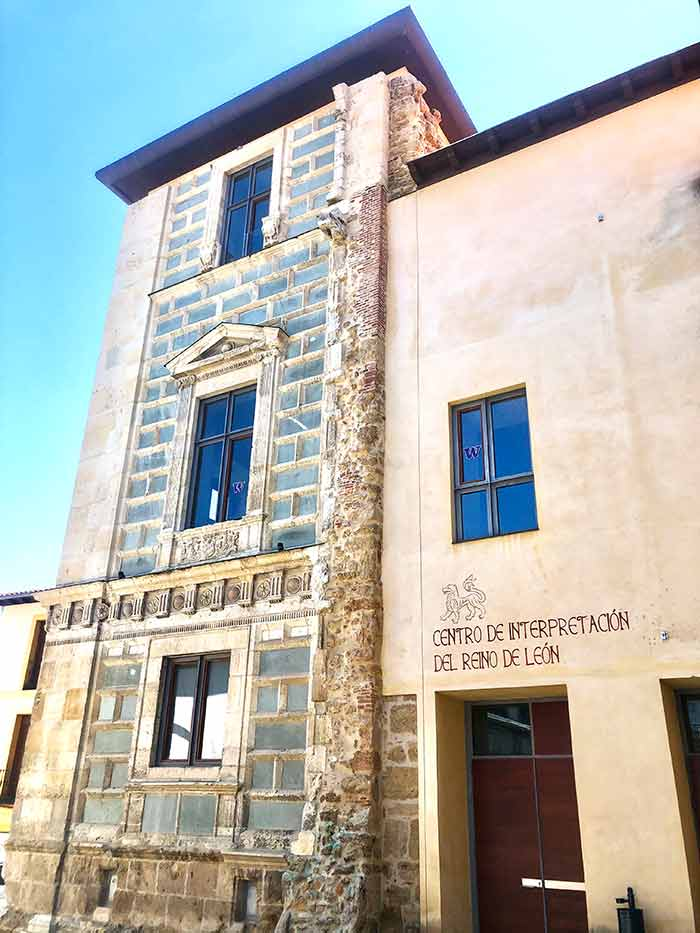Centro de Interpretación del Reino de León, Palacio del Conde Luna