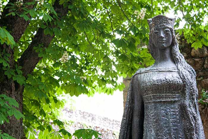 Escultura de Kristina de Noruega en Covarrubias