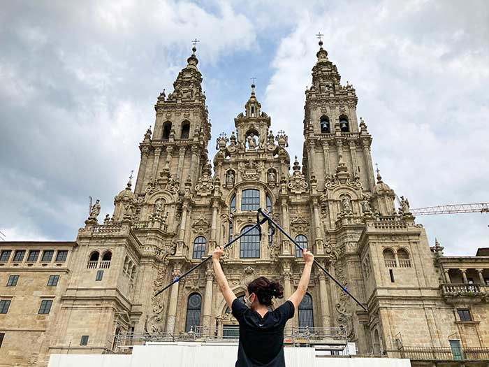 Frente a la Catedral de Santiago, tras realizar los últimos 100km del Camino Portugués
