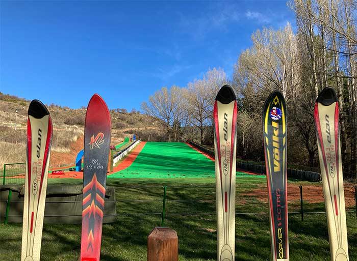 Pista artificial de esquí en Alcalá de la Selva, comarca Gúdar Javalambre