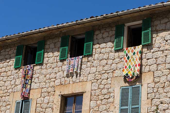 Detalles de las calles y casas de Sóller, qué ver en Mallorca