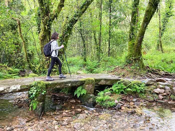 Ropa cómoda para realizar El Camino de Santiago y que sea acorde a la época del año