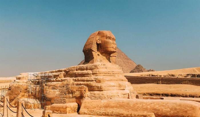 Esfinge y pirámide, Egipto