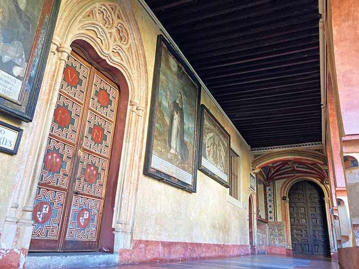 Otra zona del claustro del Real Monasterio de Guadalupe